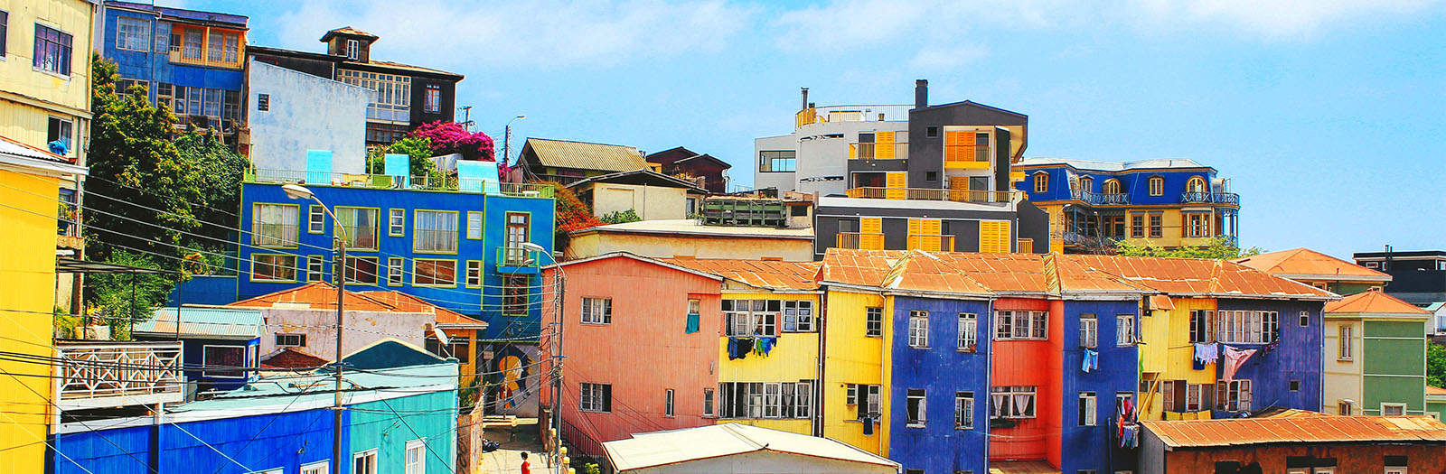 photo of colourful clifftop buildings in Valparaiso, Chile